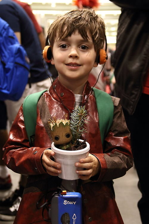 kid star lord cosplay with groot