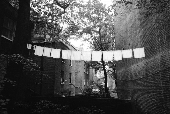A washing line in Maida Vale, London, 1978. (Photo by Jurgen Schadeberg/Getty Images)