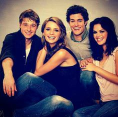 Ryan, Marissa, Seth and Summer together