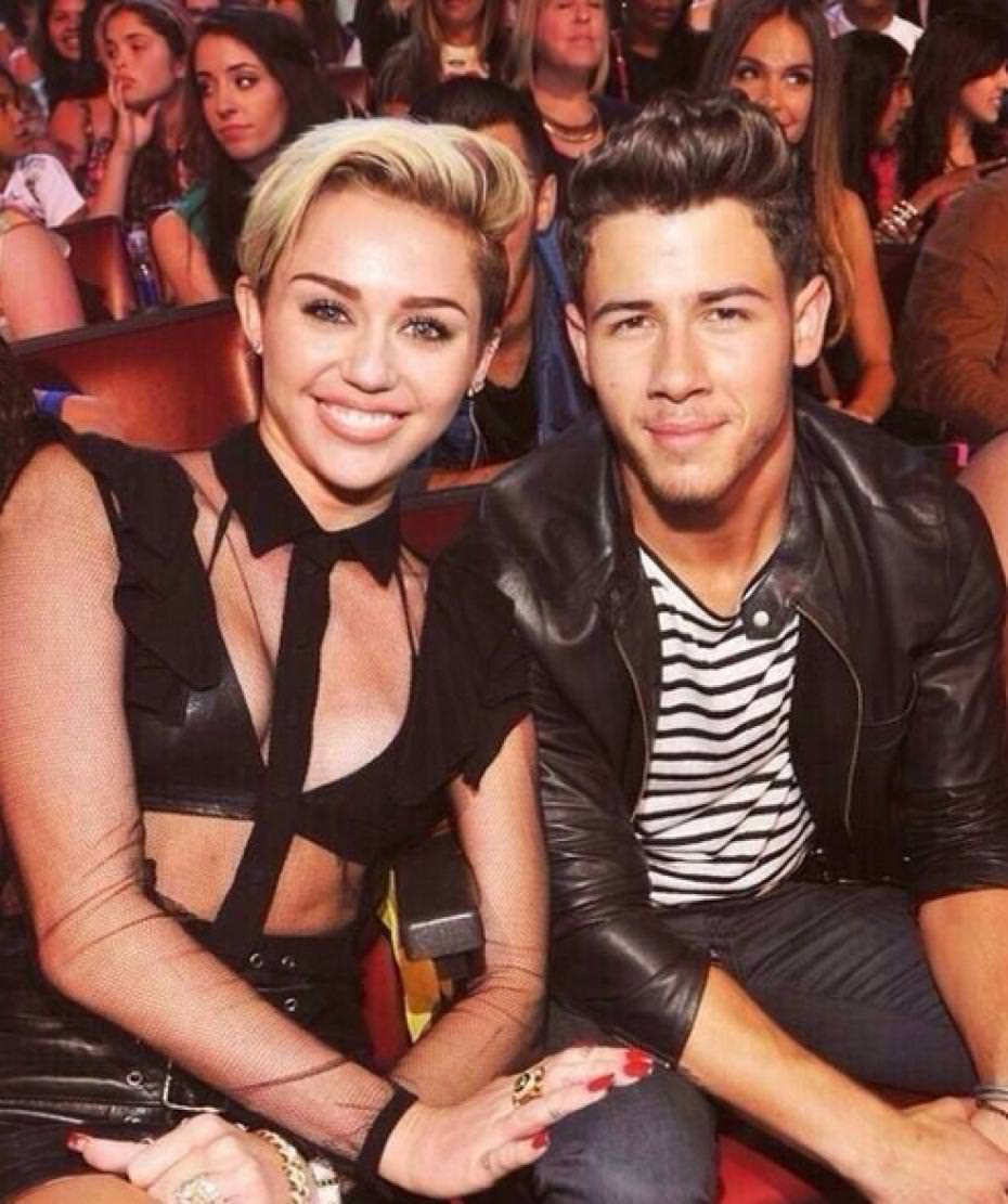 Miley Cyrus and Joe Jonas reunited at the Grammy's 2015